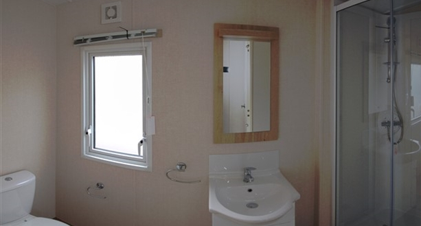 Sandycove – 2020 Victory Coaster Bathroom